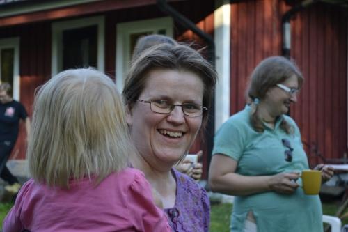 Työtä on piisannut ja piisaa edelleen, mutta Anne jaksaa hymyillä. (kuva: Juri Timonen)