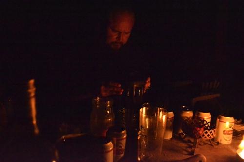 Perhana suorittaa yöllistä riittiä joki-Cthulhun manaamiseksi. (kuva: Juri Timonen)