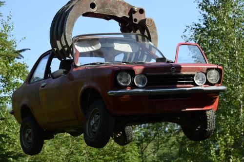 Joki-Cthulhu kaappaa auton ja romuttaa sen. On aika lähteä. (kuva: Juri Timonen)